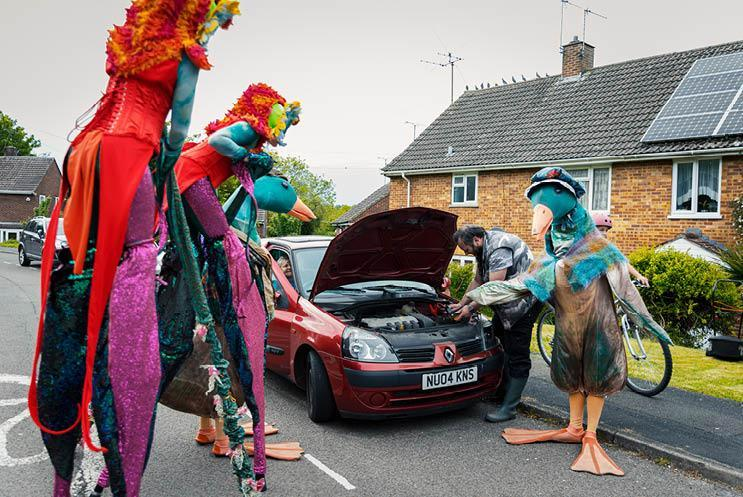 walkabout acts help man with car